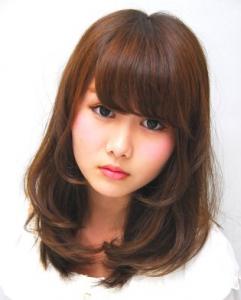ミディアム髪型