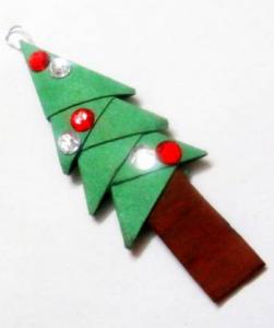 クリスマスツリー形オーナメント