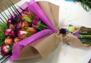 花束の豪華なラッピング方法