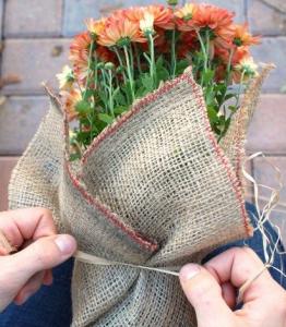 花束の手作りラッピング